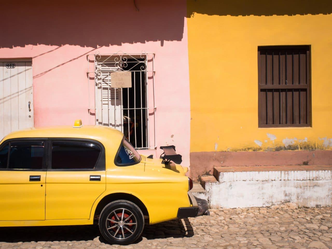 cuba voitures anciennes-tourisme trinidad cuba-photo trinidad
