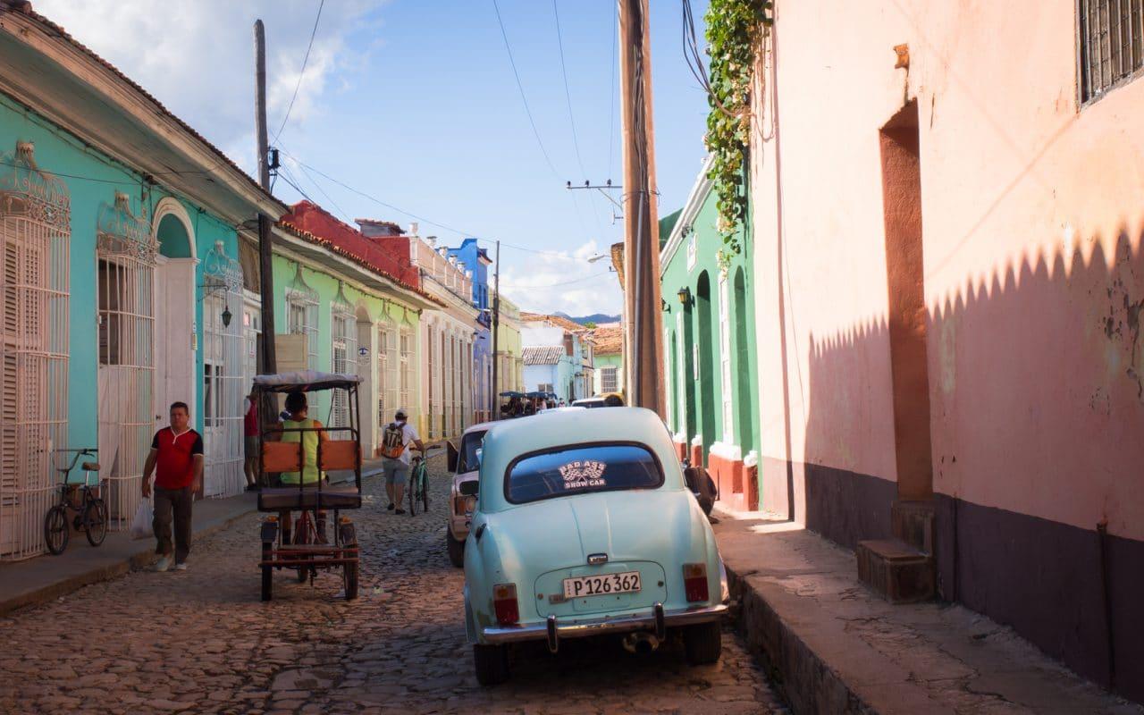 trinidad voyage - voiture cuba - trinidad cuba images - rue colorée trinidad