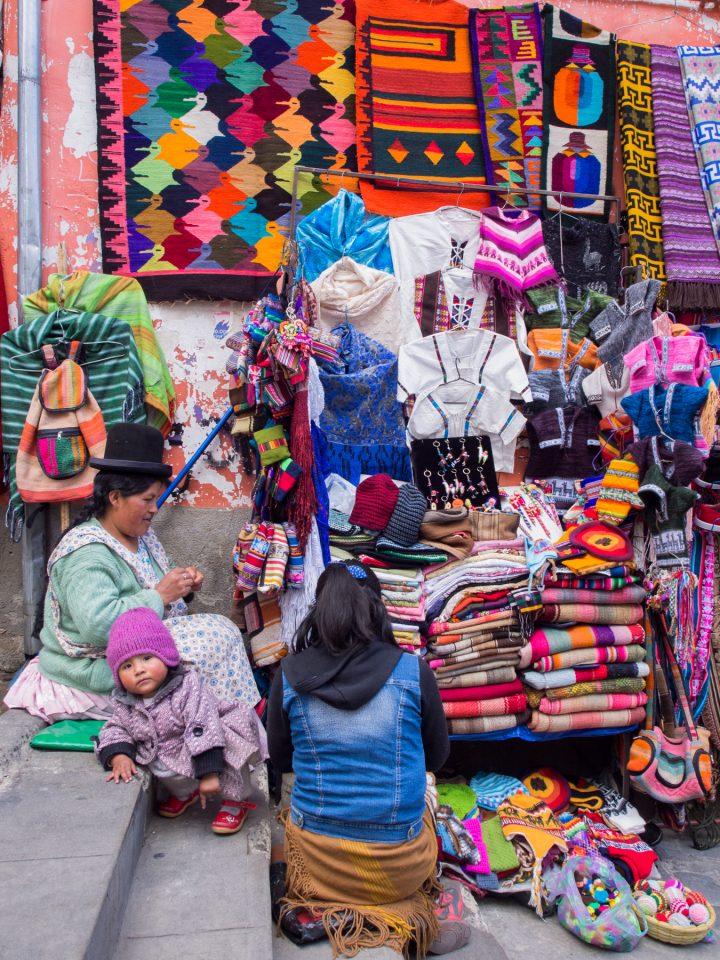 marché typique de bolivie-marché typique de bolivie-chapeau bolivien femme