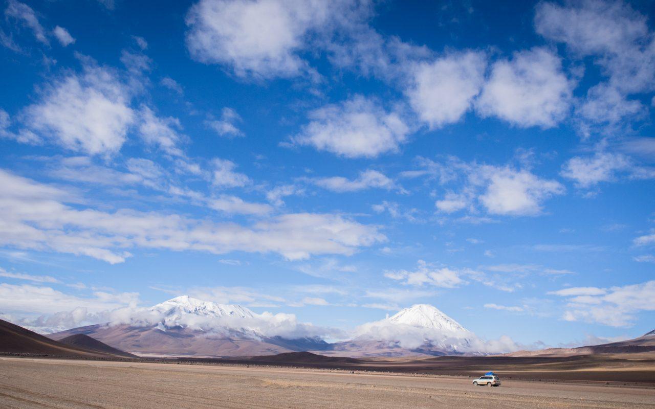 salar de uyuni-volcan bolivie-desert salar de uyuni