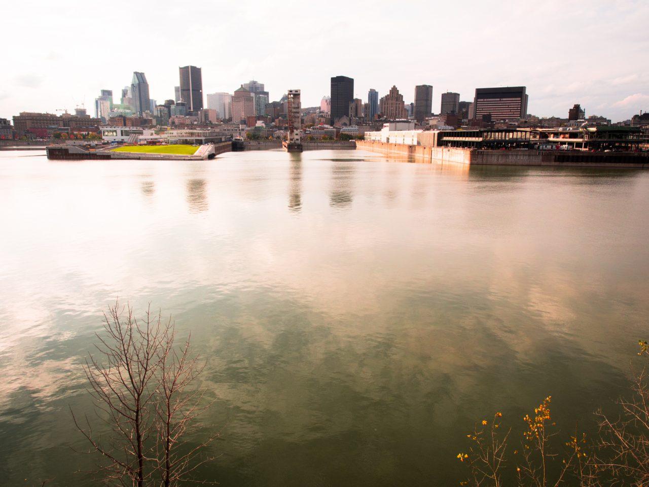 fleuve st laurent montréal-l automne à montréal-skyline montréal