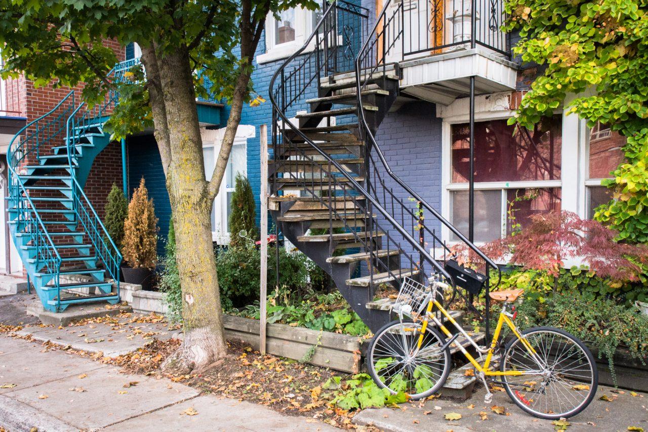vélo urbain montréal-escaliers montréal-photo du canada
