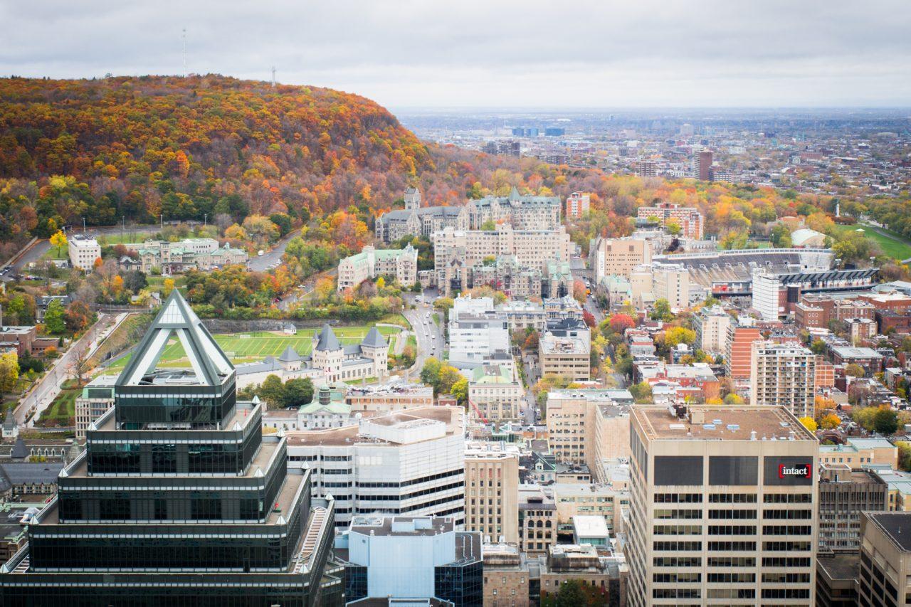 l automne à montréal-gratte ciel montréal-parc montréal qc