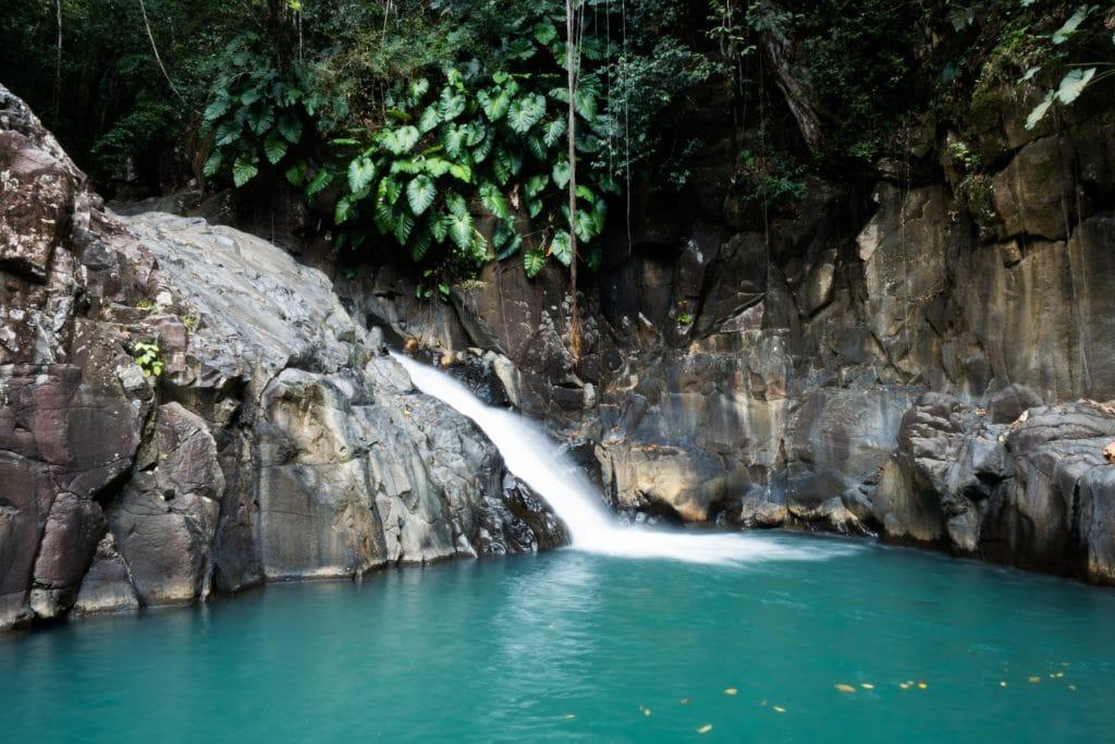 saut d acomat guadeloupe- guadeloupe foret tropicale - cascade le saut d acomat