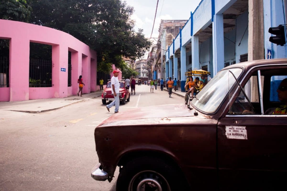 La Havane Cuba-voiture cuba-voyage la havane-rue de la havane