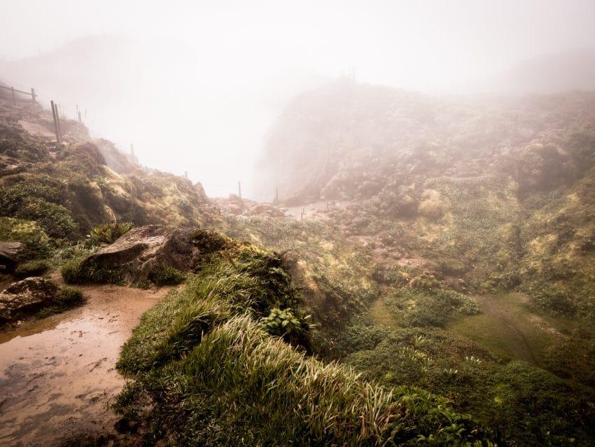 volcan de la soufrière en guadeloupe - randonnée la soufrière Antilles - photo du cratère de la soufrière en guadeloupe