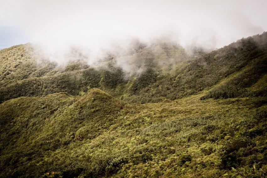 la soufrière randonnée - photo de la soufrière en guadeloupe dans la brume