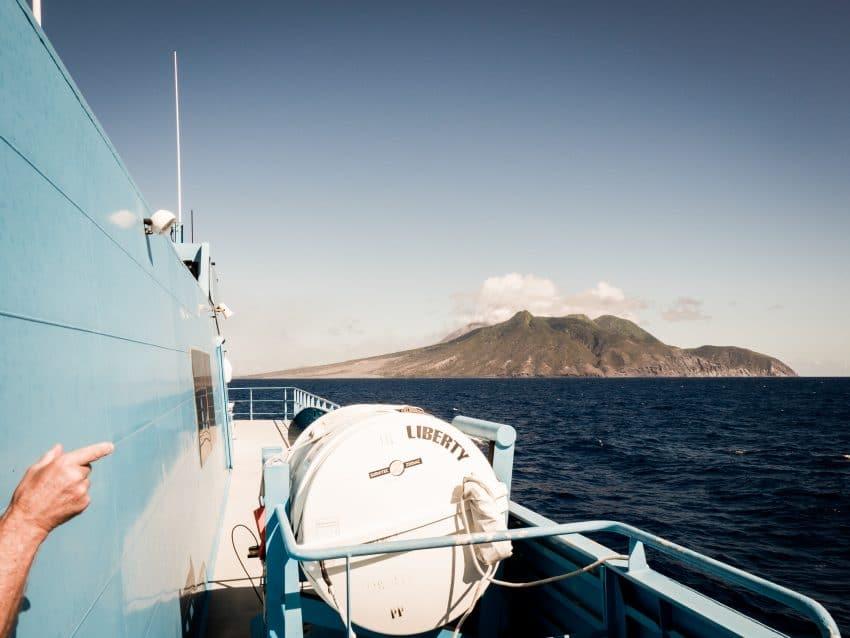 antilles voyage : séjour en bateau sur l'ile en Guadeloupe - Photo du volcan la soufrière