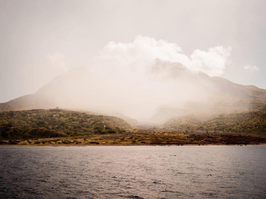 volcan antillais la soufrière guadeloupe sur l'ile de Montserrat aux Antilles