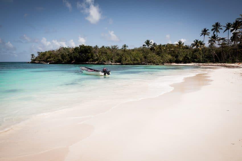 voyage caraibes - plage de sable blanc sur la péninsule de samana - photo de voyage en république dominicaine, las terrenas, caraïbes, las galeras, playita