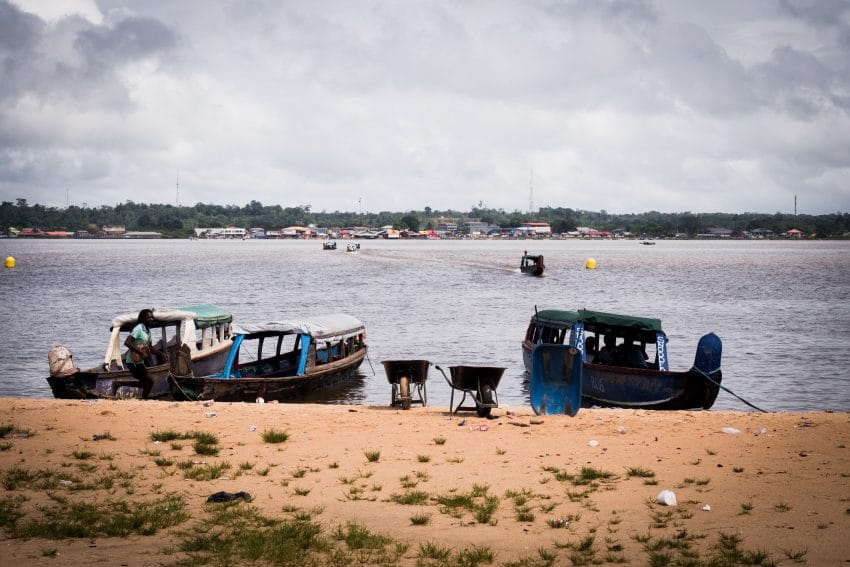 Fleuve Maroni à St Laurent en Guyane Française